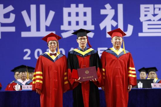 东北大学2020届研究生毕业典礼暨学位授予仪式举行
